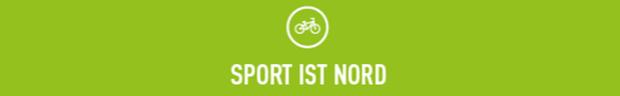 """Balken mit der Aufschrift """"Sport ist Nord""""."""