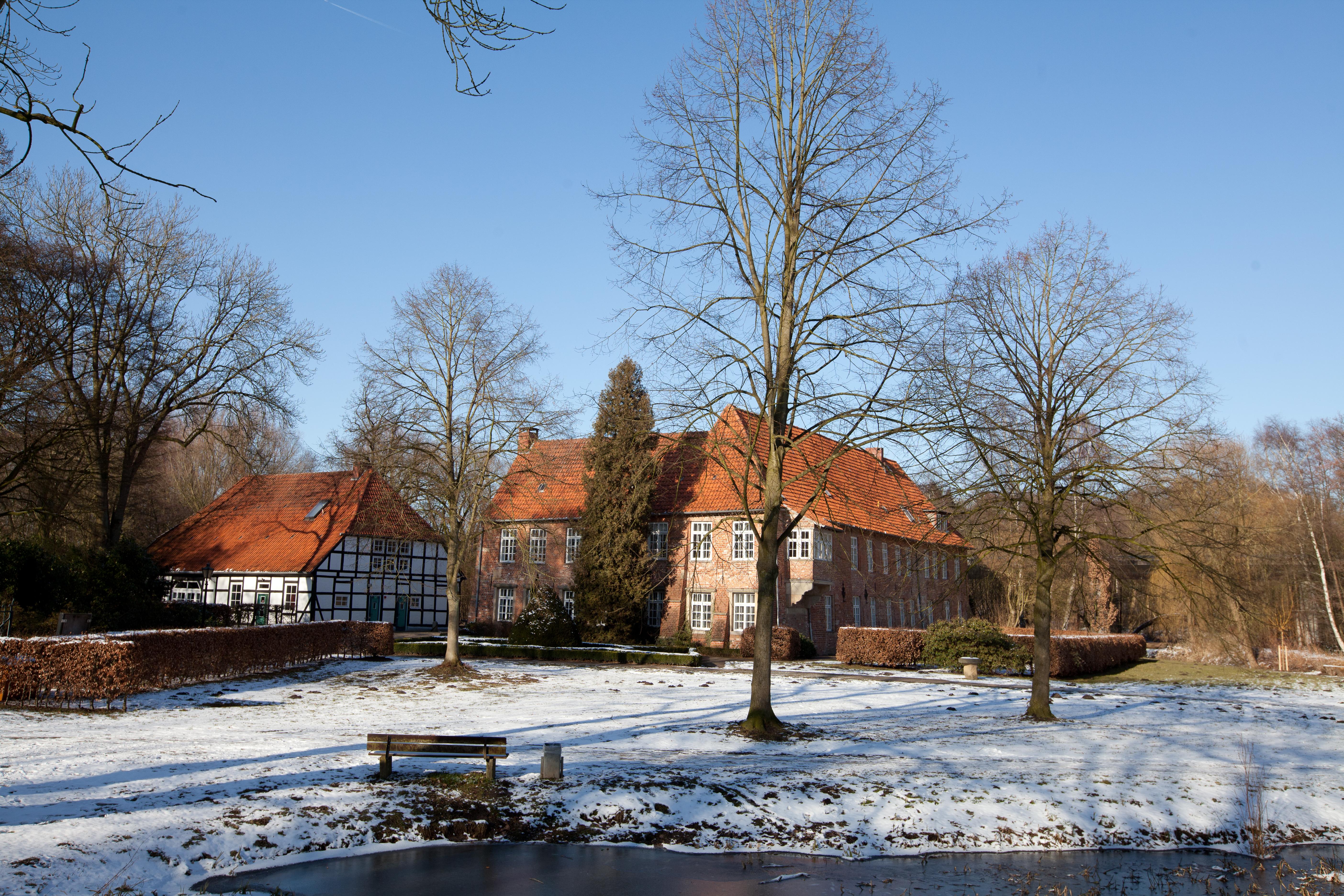 Gebäude-Ensemble Kränholm, bestehend aus alten Höfen.