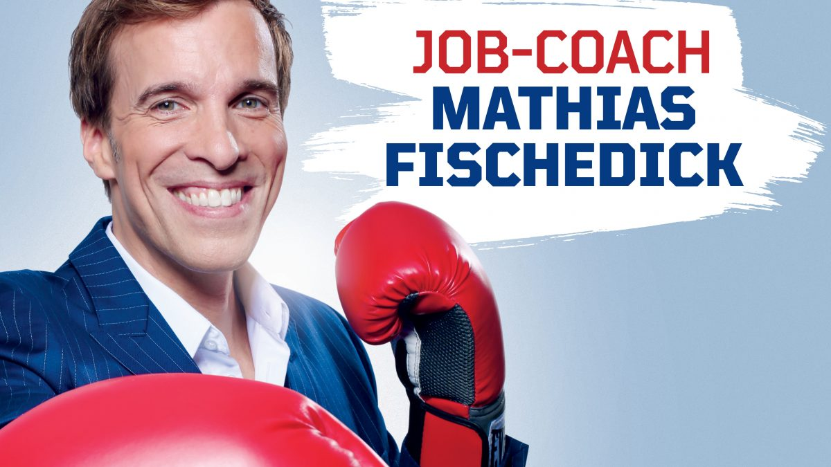 Man im Anzug trägt Boxhandschuhe. Neben ihm der Schrift zug: Job-Coach Mathias Fischedick