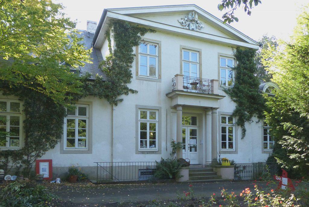 Foto zeigt das Gebäude der Villa Lesmona