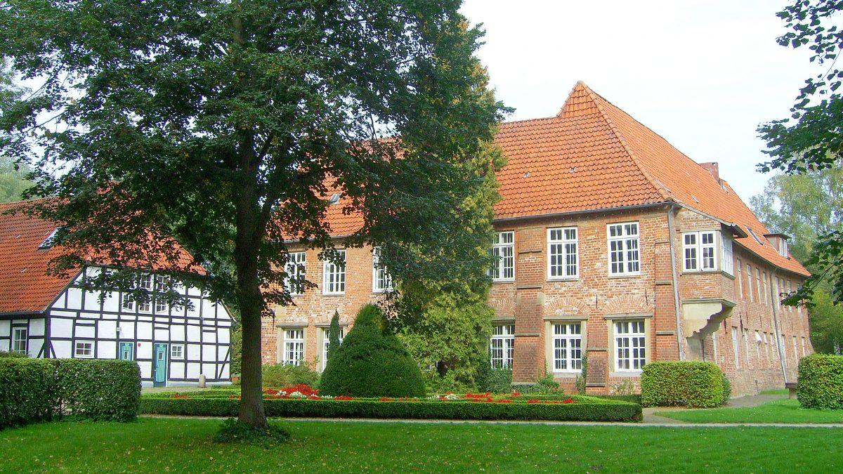 Blick auf die Burg Blomendal