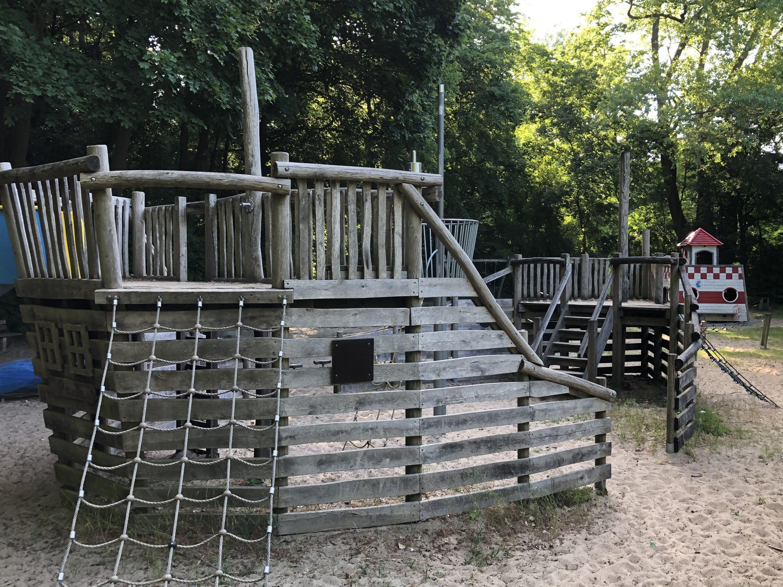 Klettergerüst Piratenschiff Spielplatz